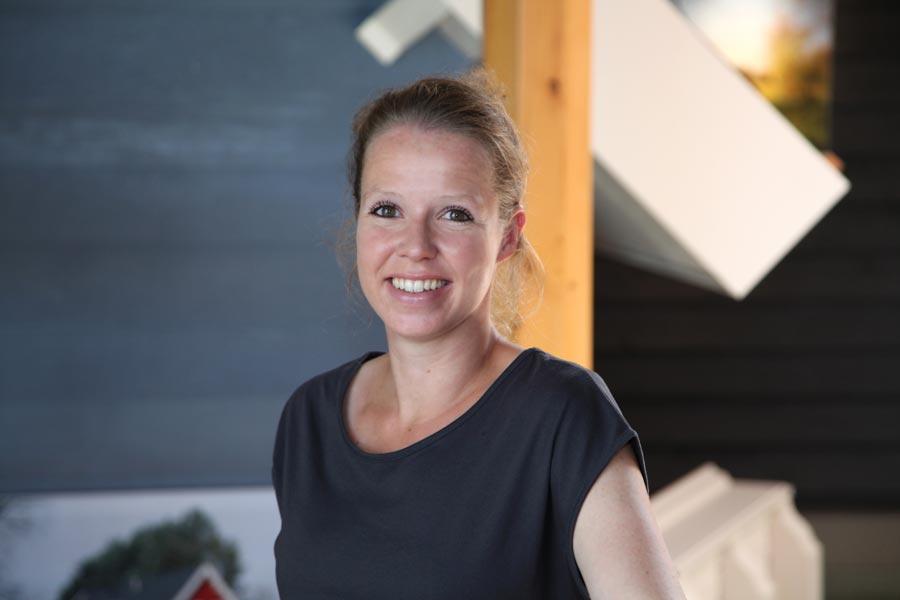 Laura Broekhuis directie/verkoop houtbouw / houtskeletbouw